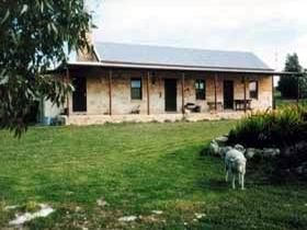 Mt Dutton Bay Woolshed Heritage Cottage - Taree Accommodation