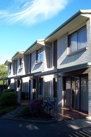 Davey Place Holiday Town Houses - Taree Accommodation