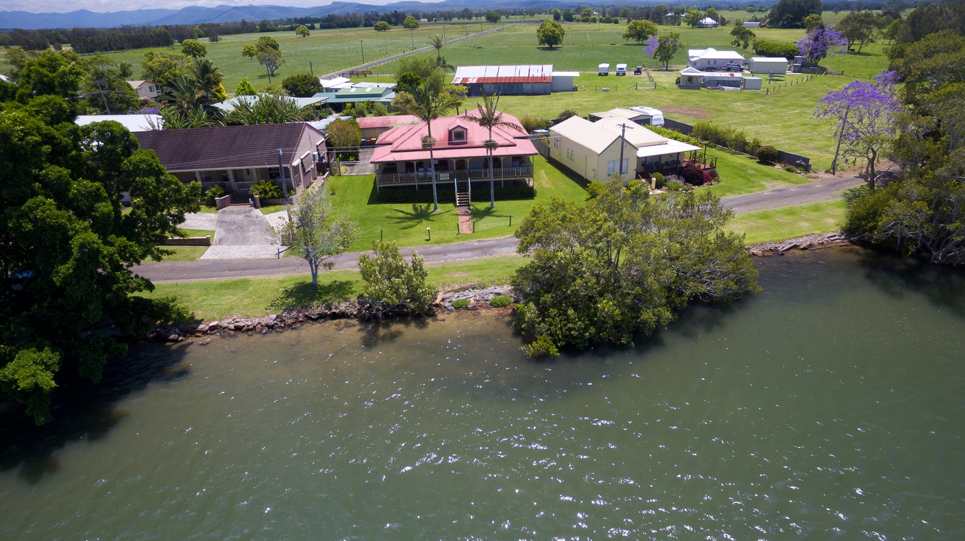 Cranford Waterfront Cottage - Taree Accommodation