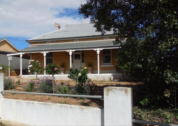 Book Keepers Cottage Waikerie - Taree Accommodation