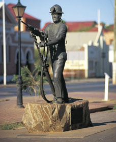 Miners Monument - Taree Accommodation
