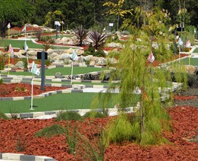 18 Hole Mini Golf - Club Husky - Taree Accommodation