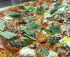 Mezzadellas Woodfired Pizza and Tapas - Taree Accommodation