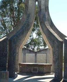 Inverell and District Bicentennial Memorial - Taree Accommodation