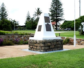 Dunwich War Memorial - Taree Accommodation