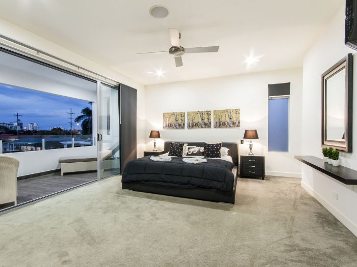 The Grand Broadbeach - Vogue Holiday Homes - Taree Accommodation