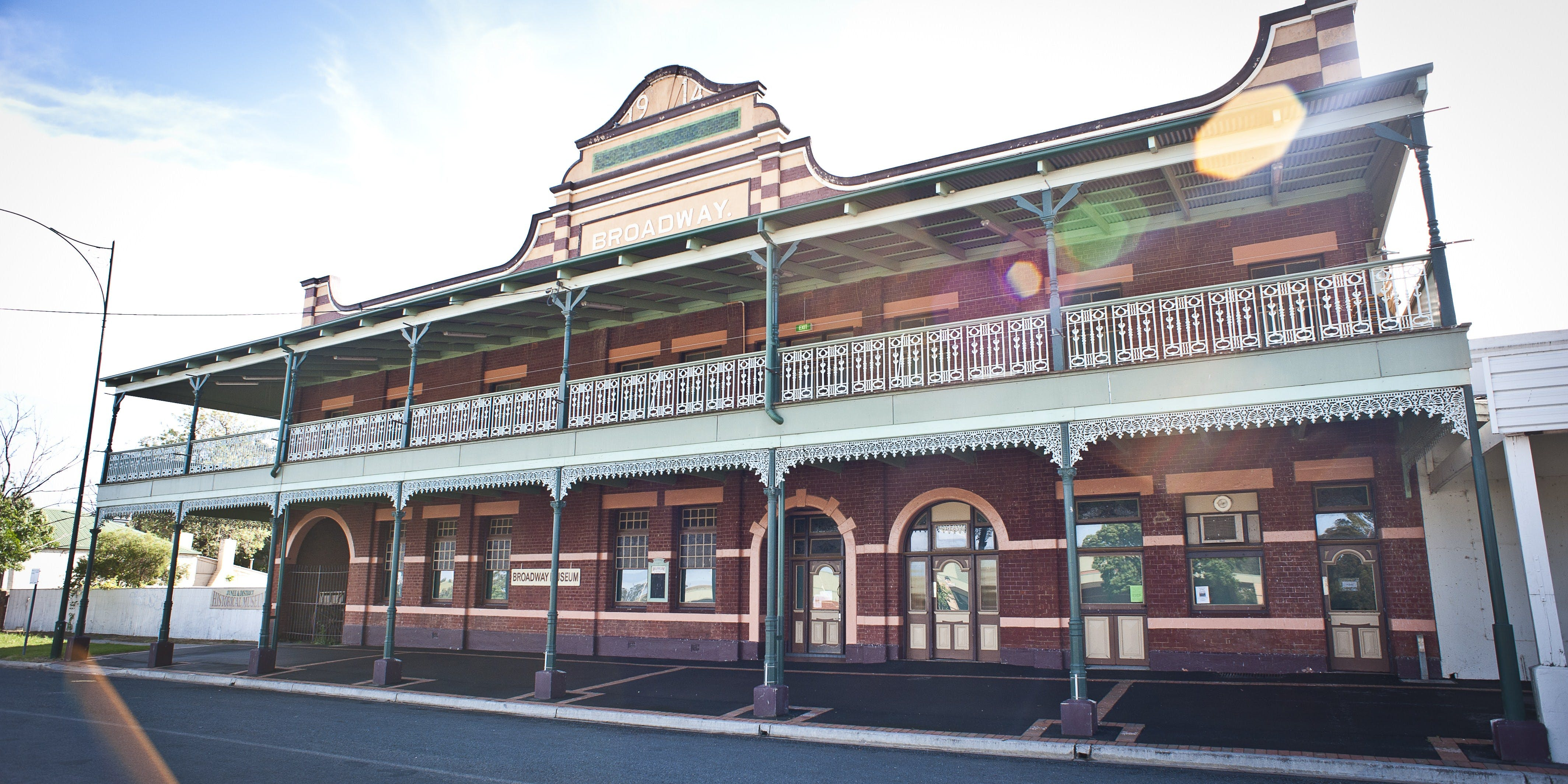 Junee - Taree Accommodation