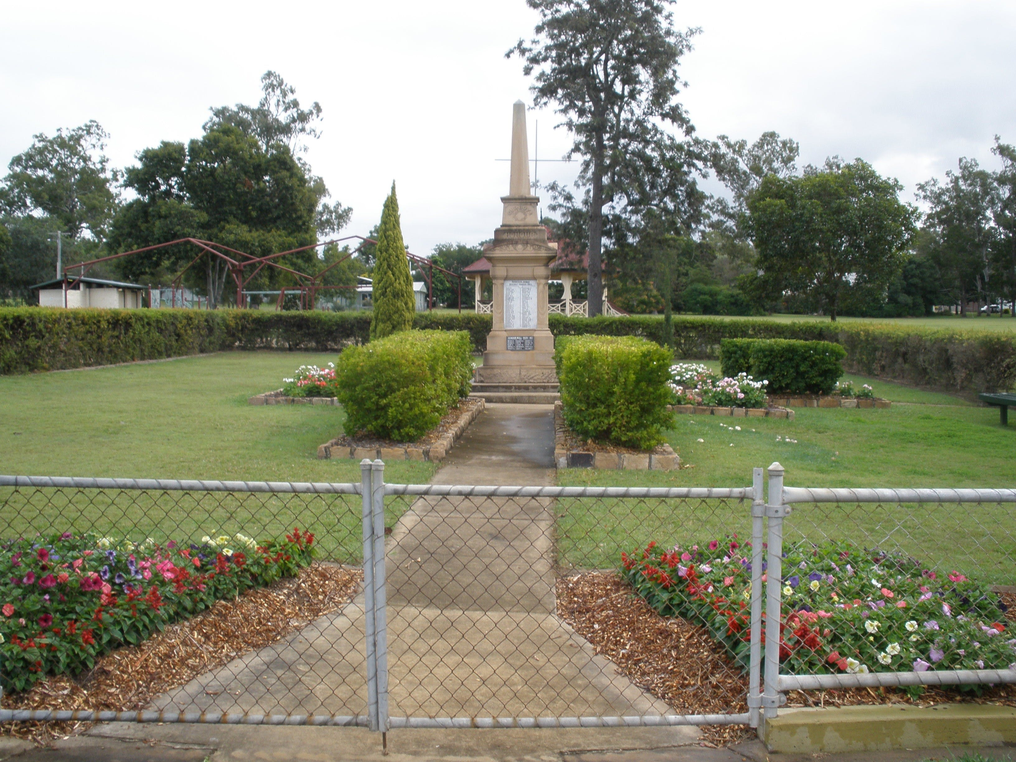 McConnell Park and Toogoolawah War Memorial - Taree Accommodation
