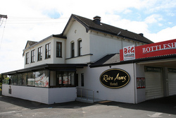 River Arms Hotel - Taree Accommodation