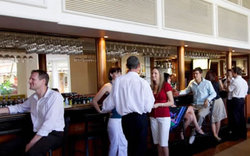 Cairns International Lobby Bar - Taree Accommodation