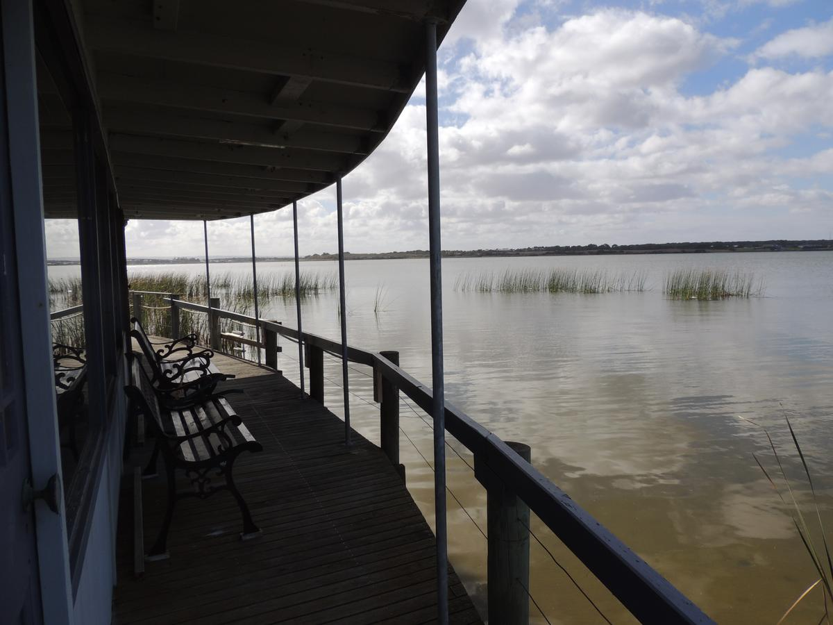 PS Federal Retreat Paddle Steamer Goolwa - Taree Accommodation