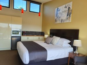 Sanctuary Hill Retreat - Taree Accommodation