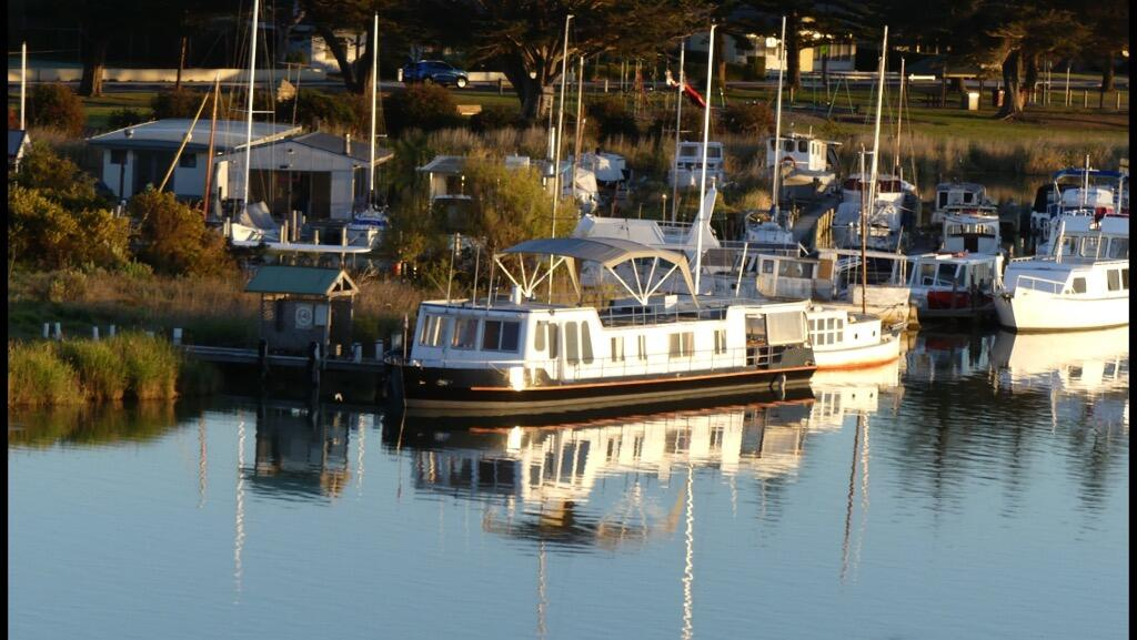 Swamp Fox luxury 2BR Dutch Barge - Taree Accommodation